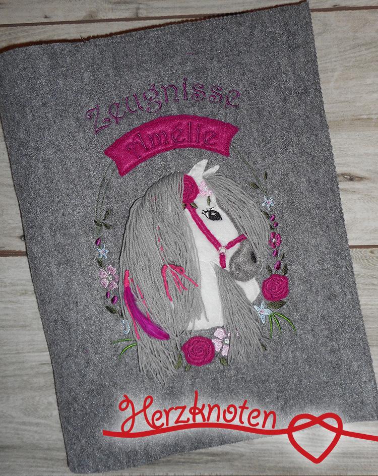 Kleinesbild - Zeugnismappe A4 gestickt auf grauem Filz, Pferdekopf im Blumenkranz, perfekt zur Einschulung, personalisierbar, Mädchen