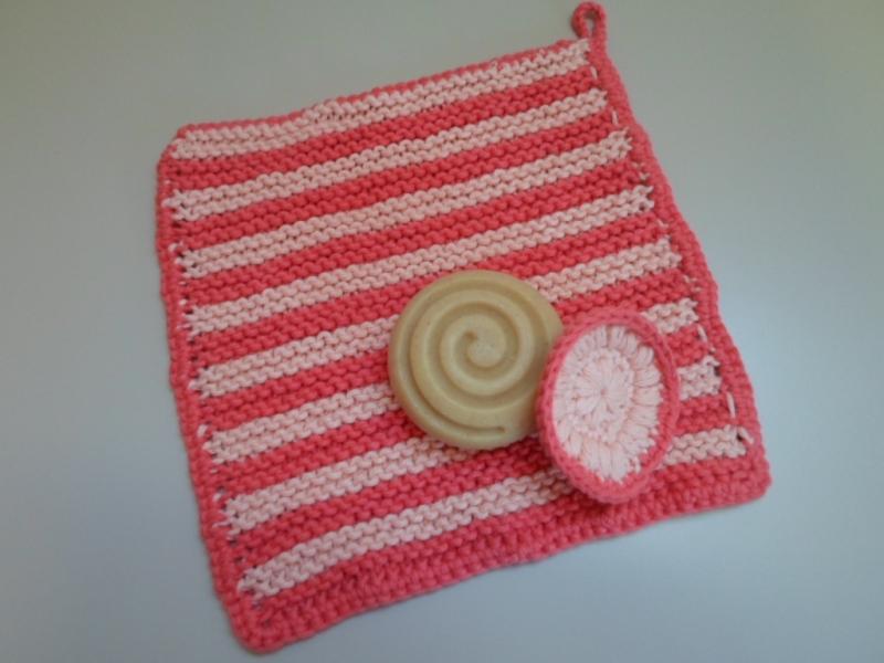 - SET: gestrickter Waschlappen und Kosmetikpad aus Baumwolle *apricot/ pink* von friess-design  - SET: gestrickter Waschlappen und Kosmetikpad aus Baumwolle *apricot/ pink* von friess-design