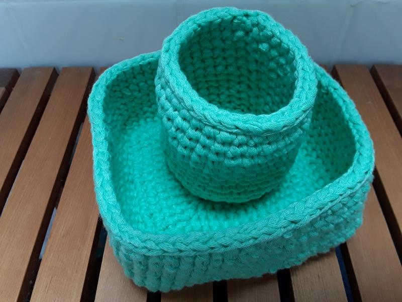 Kleinesbild - SET: 2 gehäkelte Utensilos/ Textilkörbe/ Aufbewahrungsbox aus Baumwolle in mintgrün von friess-design