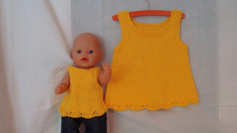 - gestricktes maisgelbes Baumwoll-Top für Kind und Puppe, Größe 104 / 43 - gestricktes maisgelbes Baumwoll-Top für Kind und Puppe, Größe 104 / 43