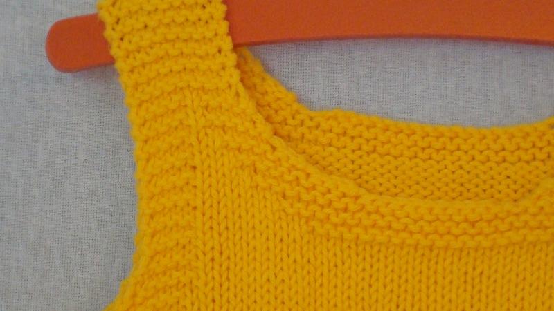 Kleinesbild - gestricktes maisgelbes Baumwoll-Top für Kind und Puppe, Größe 104 / 43