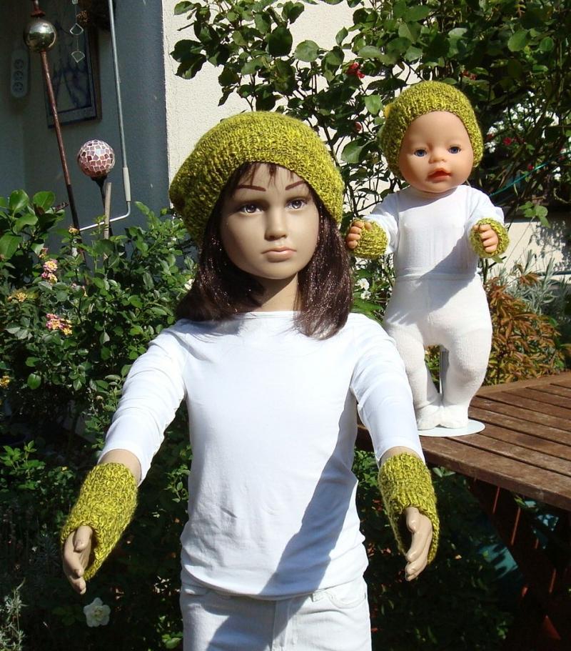 - handgestrickte Beanie und Pulswärmer für Kind und Puppe - handgestrickte Beanie und Pulswärmer für Kind und Puppe