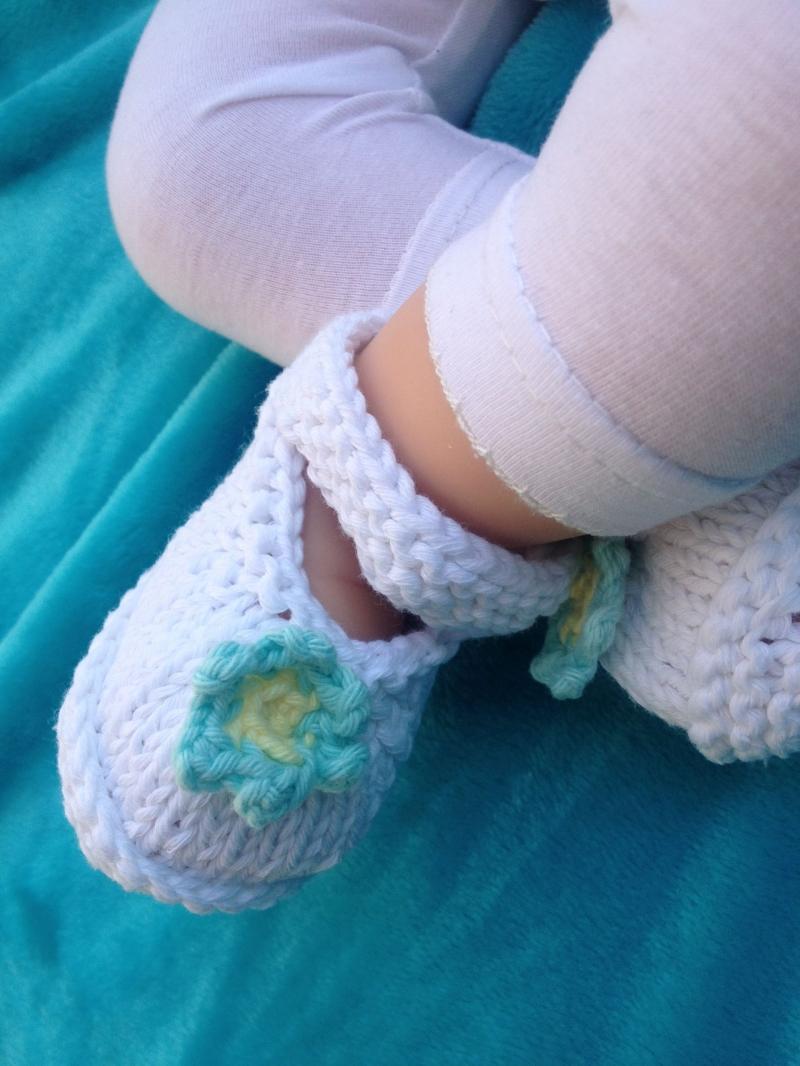 Kleinesbild - handgestricktes Baby-Baumwoll-Jäckchen und Schühchen, Gr. 56/62