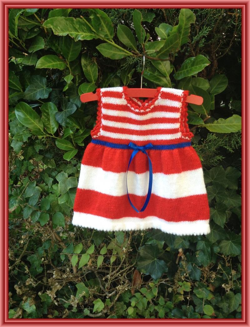 Kleinesbild - gestricktes, rot weiß gestreiftes Kleid mit einem gestrickten weißen Bolero, Gr. 68