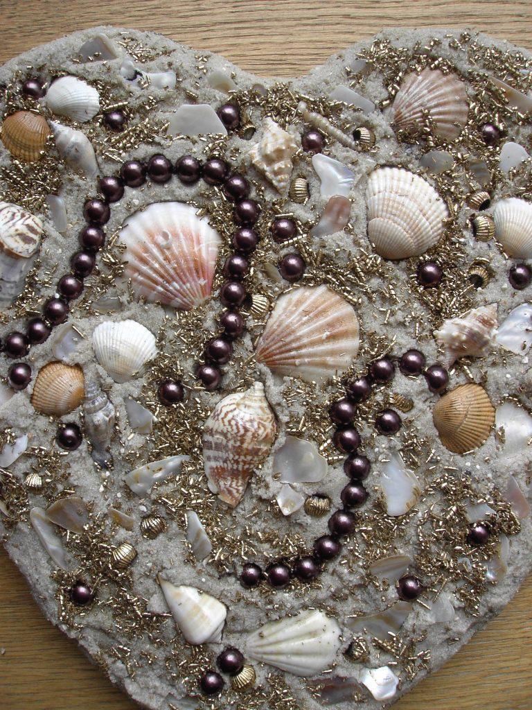 Kleinesbild - Muschelbild  STRANDGUT  Collage Geschenk zu Valentinstag Muttertag Herz Herzbild Handarbeit Unikat Badezimmerbild