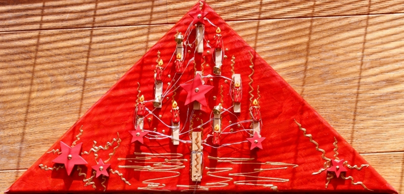 - Wanddeko KLAMMERBÄUMCHEN Weihnachtsbaum Weihnachtsdeko Wanddeko Christbaum Künstlerbaum mit LED-Beleuchtung   - Wanddeko KLAMMERBÄUMCHEN Weihnachtsbaum Weihnachtsdeko Wanddeko Christbaum Künstlerbaum mit LED-Beleuchtung