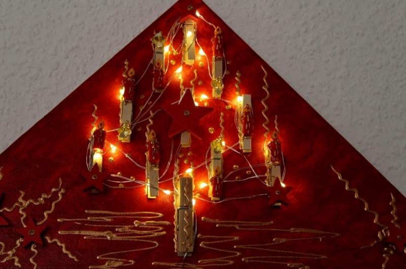 Kleinesbild - Wanddeko KLAMMERBÄUMCHEN Weihnachtsbaum Weihnachtsdeko Wanddeko Christbaum Künstlerbaum mit LED-Beleuchtung