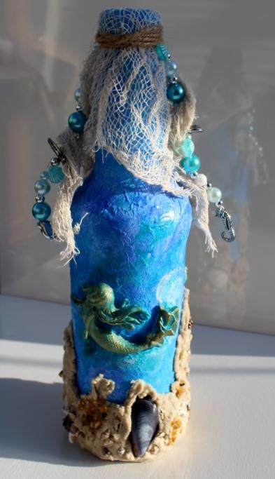 Kleinesbild - Dekoflasche TANZ DER MEERJUNGFRAUEN Upcycling Flasche Flaschenkunst Dekoration Collage Maritime Deko