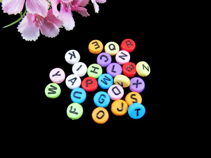 - 100 Buchstabenperlen 7mm, aus Acryl, Zufalls-Mischung* - 100 Buchstabenperlen 7mm, aus Acryl, Zufalls-Mischung*