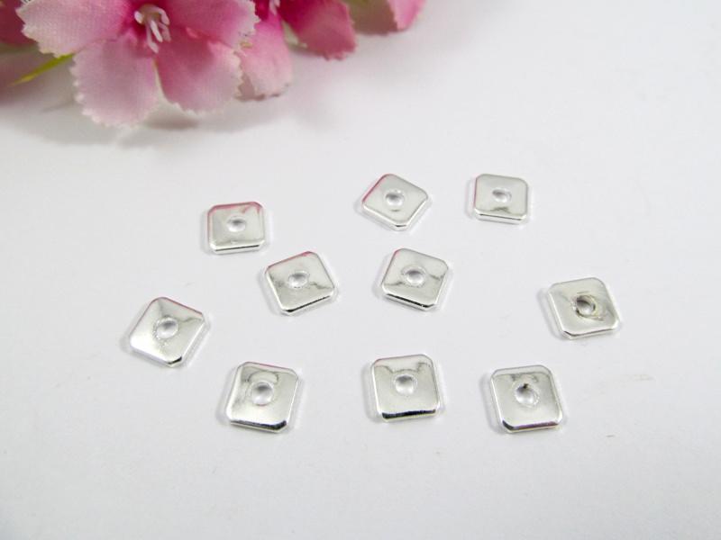 - 100 Spacer / Zwischenperle Quadrat 6x6mm, Farbe silber - 100 Spacer / Zwischenperle Quadrat 6x6mm, Farbe silber