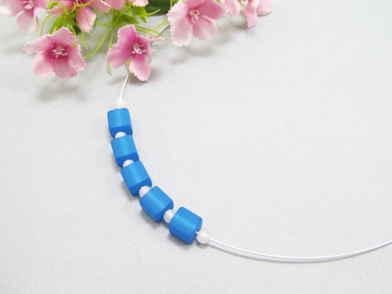 - Stahlseil-Collier mit Polarisperlen in blau und weiß, mit Edelstahl-Verschluss - Stahlseil-Collier mit Polarisperlen in blau und weiß, mit Edelstahl-Verschluss