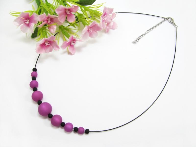 Kleinesbild - Stahlseil-Collier mit Polarisperlen in lila und schwarz, mit Edelstahl-Verschluss
