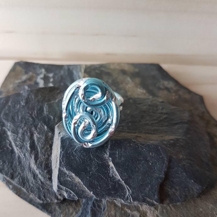 Schmuck : Aluminium-Draht-Ring iceblue-silver, Ring-Größe 18