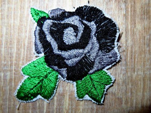 Kleinesbild - Applikation Stickbild Bügelflicken Aufnäher Bügelbild Hosenflicken Knieflicken Verzierung Blume Rose Stickblume Farbwahl 7cm