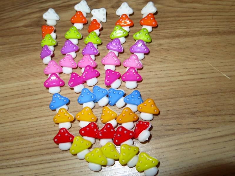 Kleinesbild - 10 bunte Kinderknöpfe Ösenknöpfe Fliegenpilz Pilz Herbst Knöpfe zum Basteln und nähen  (Kopie id: 30834) (Kopie id: 30849) (Kopie id: 30854) (Kopie id: 100133139)