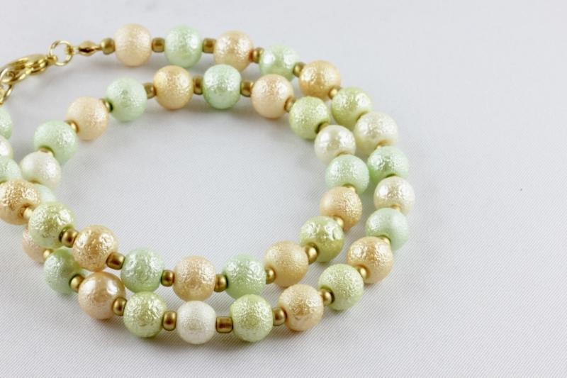 Kleinesbild - Sommerliche Perlenkette aus Krepp-Perlen pastellfarben