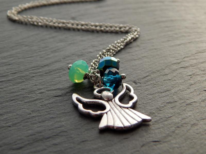 - Bettelkette mit silberfarbenen Engel und Glasperlen in Blau und Grün - Blaugrüner Engel - Bettelkette mit silberfarbenen Engel und Glasperlen in Blau und Grün - Blaugrüner Engel