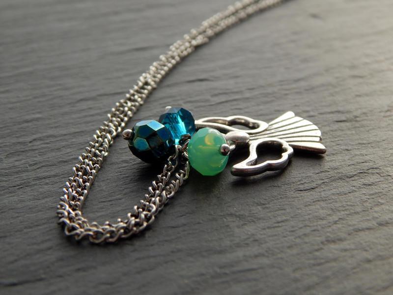 Kleinesbild - Bettelkette mit silberfarbenen Engel und Glasperlen in Blau und Grün - Blaugrüner Engel