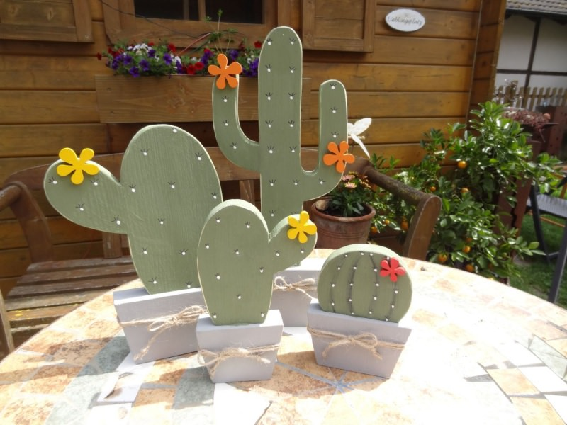 holzdeko kleiner holz kaktus in ovaler form als deko f r die fensterbank. Black Bedroom Furniture Sets. Home Design Ideas
