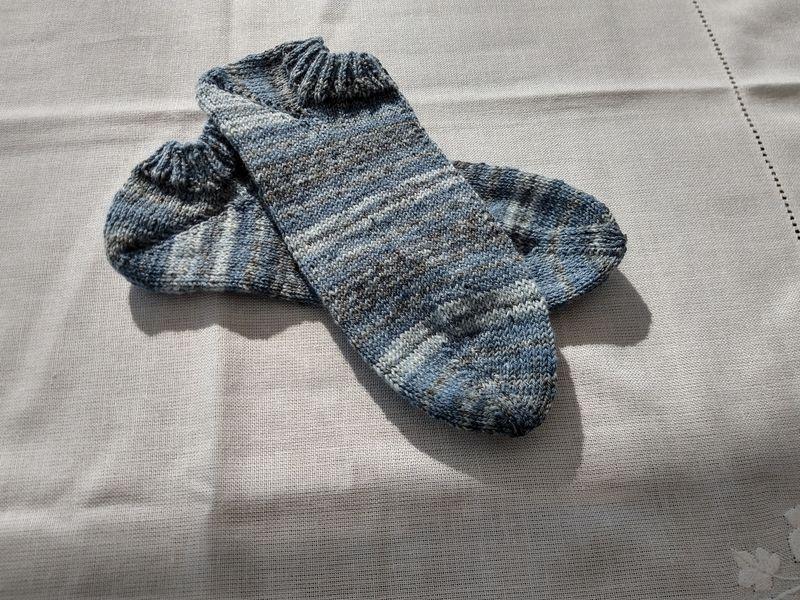 Kleinesbild - Handgestrickte Sneakersocken Gr. 38/39