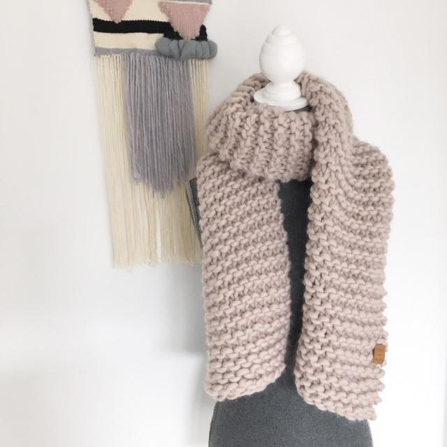 - NORA - Strickschal aus peruanischer Wolle - NORA - Strickschal aus peruanischer Wolle