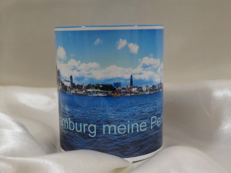 - Kaffee-Becher mit der Hafenskyline Hamburg und  den Aufdruck  - Kaffee-Becher mit der Hafenskyline Hamburg und  den Aufdruck