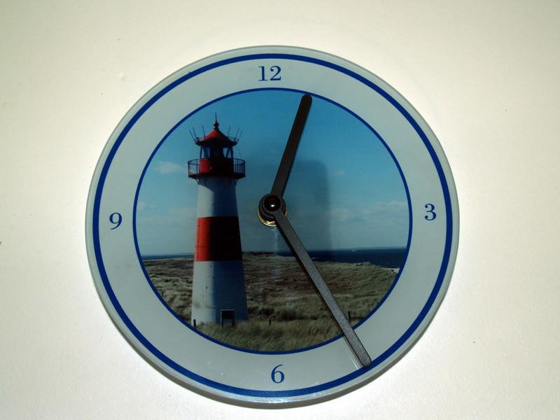 - Wand-Uhr aus Glas mit Leuchtturm auf einer Insel, Individualisierbar - Wand-Uhr aus Glas mit Leuchtturm auf einer Insel, Individualisierbar