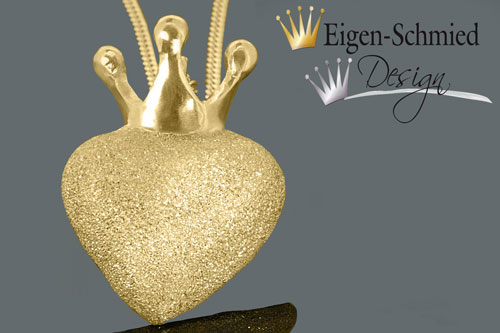 """Kleinesbild - Herzanhänger, Goldschmiede Schmuckanhänger, """"to be crowned heart"""", Anhänger, Herz, Herz mit Krone, Gold, Goldplattiniert, Kettenanhänger, handgefertigt"""