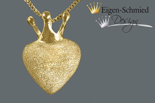 "- Herzanhänger, Goldschmiede Schmuckanhänger, ""to be crowned heart"", Anhänger, Herz, Herz mit Krone, Gold, Goldplattiniert, Kettenanhänger, handgefertigt - Herzanhänger, Goldschmiede Schmuckanhänger, ""to be crowned heart"", Anhänger, Herz, Herz mit Krone, Gold, Goldplattiniert, Kettenanhänger, handgefertigt"