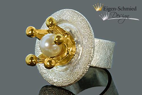 "- Goldschmiede Perlenring ""Queen of the arts"", in 925er Sterling Silber mit Teilvergoldung, Krone, Perle, massiv Silber, Unikat, handgefertigt, Prinzessin, pompös, einzigartig - Goldschmiede Perlenring ""Queen of the arts"", in 925er Sterling Silber mit Teilvergoldung, Krone, Perle, massiv Silber, Unikat, handgefertigt, Prinzessin, pompös, einzigartig"