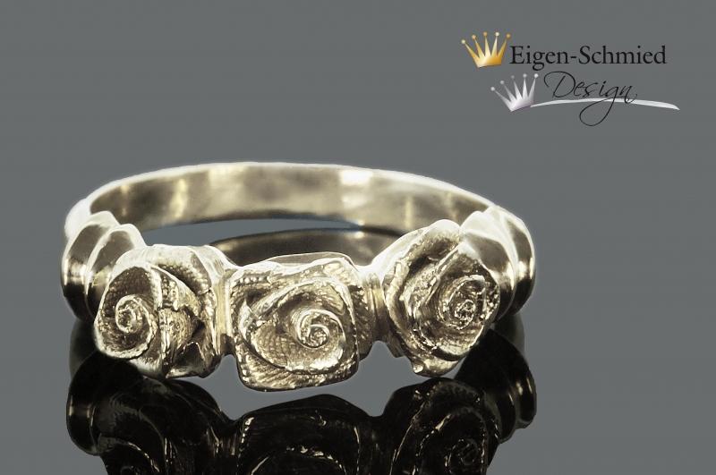 """- Goldschmiede Rosenring """" lovely roses """", handgefertigt in 925er Sterling Silber, Rose, Rosen, Silberring, Ring, Ringe aus Silber, Schmuck, Silberschmuck, eigen-schmied-design - Goldschmiede Rosenring """" lovely roses """", handgefertigt in 925er Sterling Silber, Rose, Rosen, Silberring, Ring, Ringe aus Silber, Schmuck, Silberschmuck, eigen-schmied-design"""