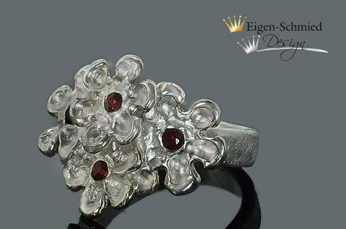 """Kleinesbild - Goldschmiede Silberring """"blooming flower"""" in 925er Sterling Silber, Blume, Blumen, Ring handgefertigt, Granat, rot, Goldschmiedearbeit, Muttertag, Ringe"""