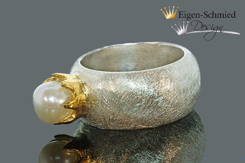 """Kleinesbild - Perlenring """" to be crowned pearl"""", Ring, Silberring, Krone, Perle, Liebe, Silberschmuck, Goldschmiedearbeit, breiter Silberring, mit Perle"""