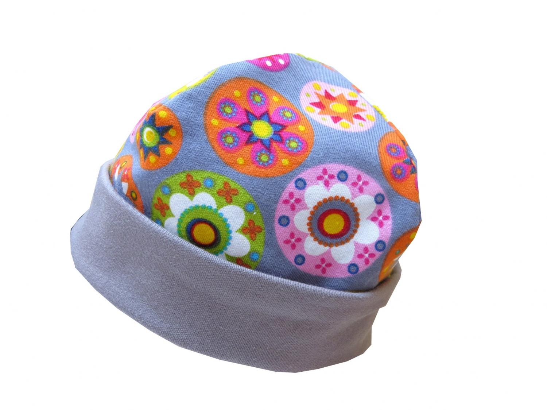 - Mütze in grau mit bunten Blumen Babymütze - Mütze in grau mit bunten Blumen Babymütze