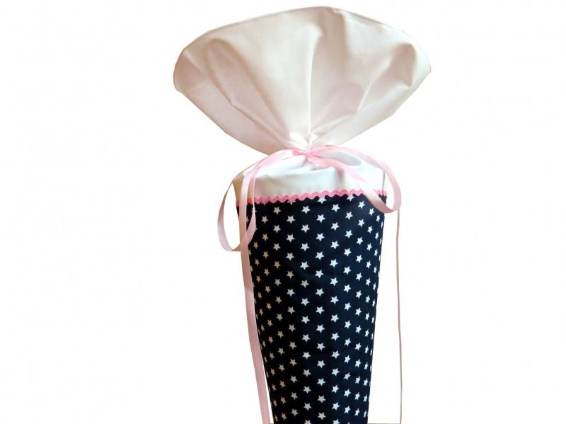 - Schultüte aus Stoff in dunkelblau mit weißen Sternen und rosa Zackenlitze Zuckertüte für Mädchen   - Schultüte aus Stoff in dunkelblau mit weißen Sternen und rosa Zackenlitze Zuckertüte für Mädchen