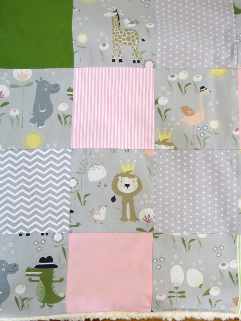 Kleinesbild - Krabbeldecke Babydecke Tiere in grau rosa und grün Baby Laufstalldecke Patchworkdecke