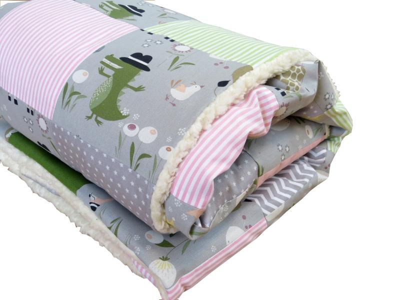 - Krabbeldecke Babydecke Tiere in grau rosa und grün Baby Laufstalldecke Patchworkdecke - Krabbeldecke Babydecke Tiere in grau rosa und grün Baby Laufstalldecke Patchworkdecke