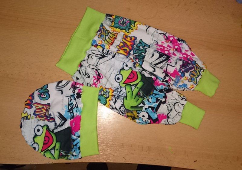 - SparSet Kinder Junge Baby Mütze & Pumphose Frosch Wunschgröße 44-164  - SparSet Kinder Junge Baby Mütze & Pumphose Frosch Wunschgröße 44-164