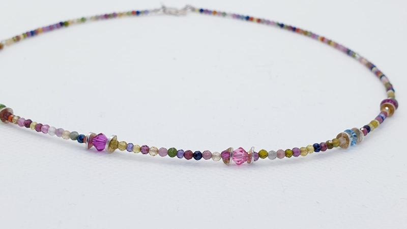 Kleinesbild - Edle, handgefertigte Turmalinkette mit Granat, Kristallen, Spinell und vergoldetem 925erSilber