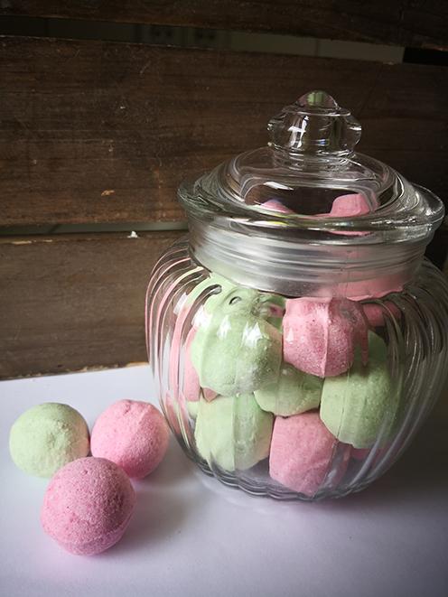 Kleinesbild - Badekugeln/ Badebomben Wassermelone im Bonbonglas ,20 Minis