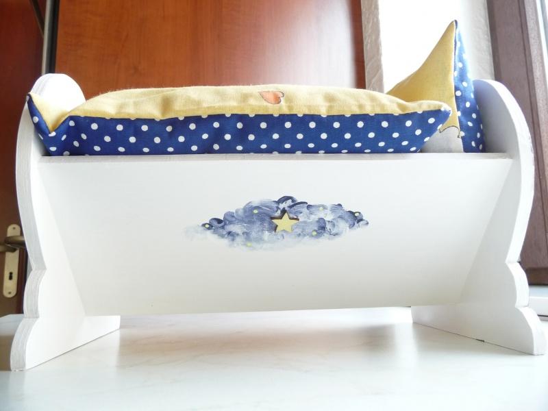Kleinesbild - Puppenbett mit Bettwäsche Holz 32/22/20 cm Handarbeit