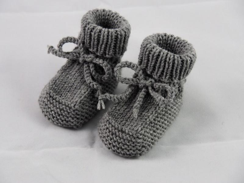 - graue Babyschuhe 0-3 Monate Booties von Hand gestrickt aus Wolle für Mädchen und für Jungen - graue Babyschuhe 0-3 Monate Booties von Hand gestrickt aus Wolle für Mädchen und für Jungen