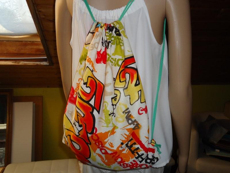 - Turnbeutel, Beutelrucksack mit Graffiti  Design, aus Baumwolle  - Turnbeutel, Beutelrucksack mit Graffiti  Design, aus Baumwolle