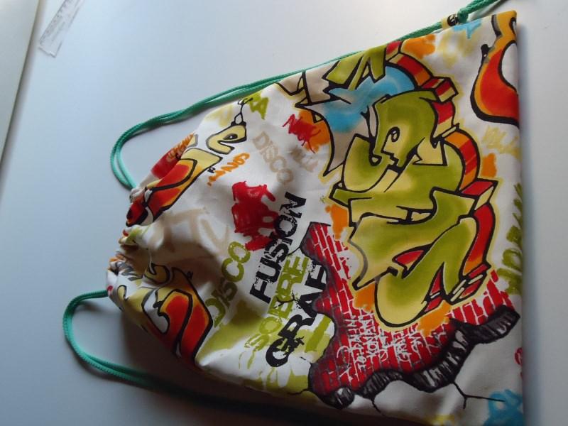 Kleinesbild - Turnbeutel, Beutelrucksack mit Graffiti  Design, aus Baumwolle