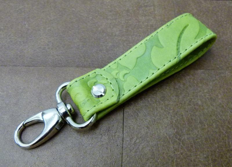 Kleinesbild - Schlüsselanhänger in Floral-Leder grün ohne Namen und Karabiner klein