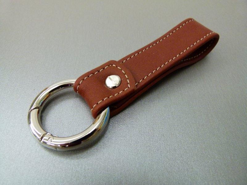 Kleinesbild - Schlüsselanhänger in Leder ohne Namen und Rund-Karabiner