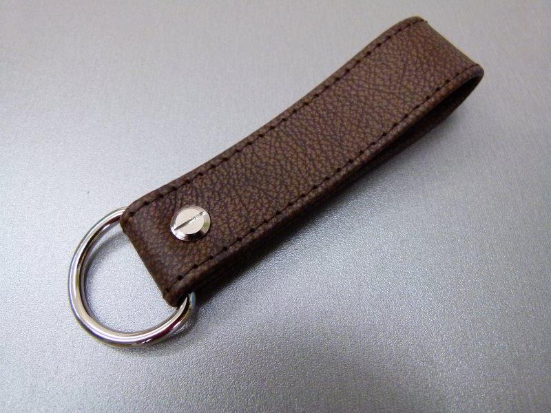 - Schlüsselanhänger in Leder ohne Namen und D-Ring  - Schlüsselanhänger in Leder ohne Namen und D-Ring