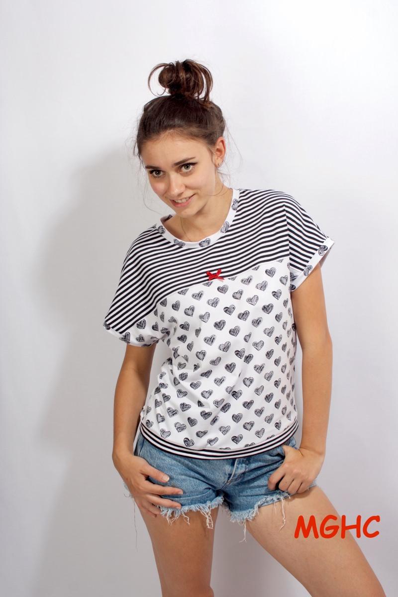 Kleinesbild - weites Shirt MIA  liebevoll von Hand genäht aus Baumwolljersey im Streifen und HerzchenStyle bestellen♥︎