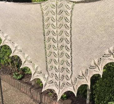 Kleinesbild -  Lacetuch *SANTORINI* gestricktes Schultertuch in hellbraun/beige