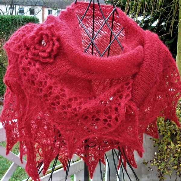 - Lacetuch  *DAILY* in rot / gestricktes Schultertuch  - Lacetuch  *DAILY* in rot / gestricktes Schultertuch